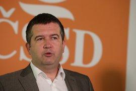 ČSSD ve vládě zůstává: Setrvání socialistů v Babišově kabinetu podpořilo vedení strany i poslanci