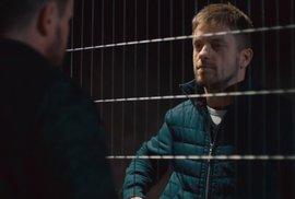 Jiří Mádl si zahraje policajta ze Sudet. Podívejte se na ukázku nového seriálu Sever České televize