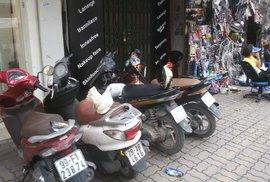 Hanoj, město motorek a chaosu