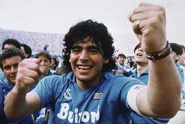 """Legendární fotbalista Diego Maradona slaví 60. narozeniny. Proslavil ho gól za pomoci """"boží ruky"""""""