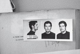 Josef Ráž byl 21. 7. 1969 zatčen, když fotografoval dění veVodičkově ulici. Vevazbě strávil tři týdny.