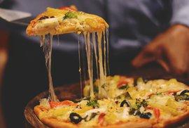 Sýr v mozku spouští podobné reakce jako heroin. Může na něm vzniknout i závislost?