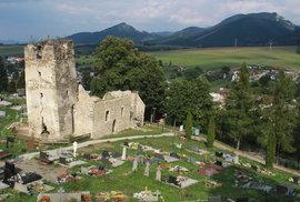 Tip na výlet: Memento zemětřesení pod Malou Fatrou. Slovenský kostel pokřivila přírodní pohroma