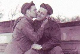 """Bývalý kněz shromáždil historické fotky homosexuálů. Chce ukázat, že se nejedná o moderní """"výdobytek"""""""
