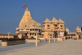 Čtyřikrát do základů zničen a čtyřikrát obnoven. Takový je osud hinduistického chrámu v indickém Sómnáthu