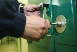 Zápisky českého vězně: První dny v nové base – trocha těch infekcí, uspávací kafe, mytí…