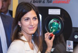 Automaty po celém světě mění PET láhve za jízdenky na městskou hromadnou dopravu.…