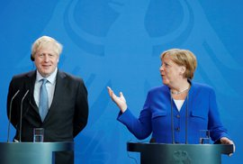 Johnson chce brexit s dohodou a zrušení irské pojistky, jedná o tom s Merkelovou a s…