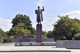 """Moskva protestuje proti """"zhanobení"""" pomníku Koněva v Praze. Přesune se socha na…"""
