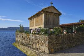 Historické stavby zvané hórreos jsou regionální zajímavostí španělské Galicie