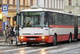 Zápisky českého vězně: Falešný šofér autobusů odřídil stovky běžných spojů. Dostat se ke klíčkům může každý