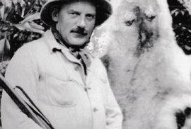 Josef Ladislav Erben s kůží pumy. Tento cestovatel se ze svých cest už nevrátil.