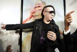Marilyn Manson vystavuje své obrazy o bolesti