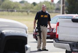 Další střelba v USA. Útočník v Texasu 4 lidi zabil a 22 zranil. Policie ho zastřelila
