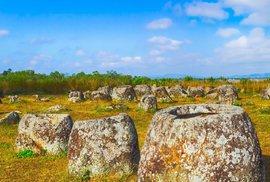 Nerozluštěná záhada kamenných džbánů v severozápadním Laosu trápí archeology již desítky let