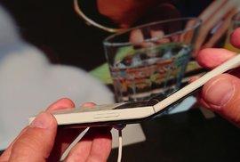 """Nokia představila další retromobil. Model 2720 Flip je """"véčko"""" s chytrými ambicemi"""