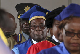 Zemřel bývalý diktátor a exprezident Zimbabwe Robert Mugabe. Bylo mu 95 let, rezignoval teprve nedávno.