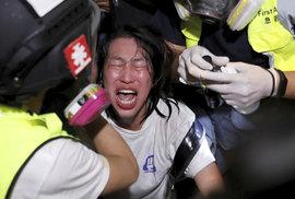 Osvoboďte prosím Hongkong, žádají demonstranti prezidenta Trumpa. Policie je rozhání…