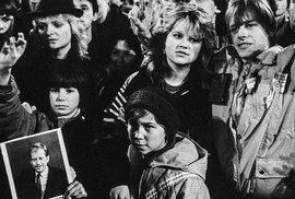 Demonstrace z roku 1989 na unikátních snímcích. Jan Šibík ukazuje fotky, které jste dosud neviděli
