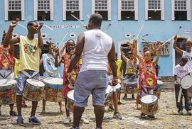 Rytmy samby kolují v krvi snad u všech Salvadorcú. Do bubenické školy se mohou zapsat i děti.
