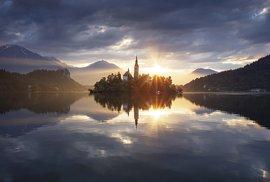 Martin Rak zachytil svítání  u jezera Bled