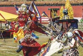 Rituální obřad v širých pláních Mongolska aneb Tanec bohů v klášteře Amarbajasgalant