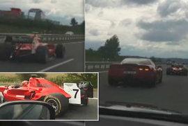 Formule na D4: Závodní vůz se dálnicí proháněl v plném provozu. Policisté pátrají po řidiči