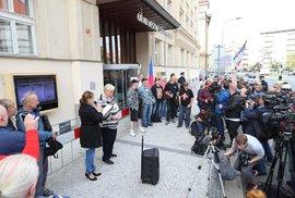 Sochu Koněva nahradí památník, rozhodli zastupitelé. Ruský senátor navrhuje uvalit…
