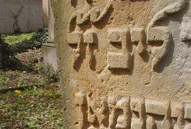 Fotografie ke knize Židovské hřbitovy a pohřbívání.
