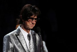 Americký zpěvák Ric Ocasek zemřel.