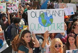 Páteční celosvětové klimatické stávky se zúčastnily 4 miliony lidí ve 163 zemích, uvedla Greta Thunbergová