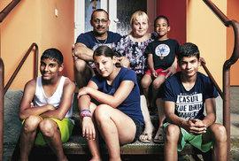 SOS vesničky už půlstoletí dokazují, že dítě patří do rodiny. Proč jsou ještě v roce 2019 české děti v ústavech?
