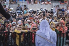 Jak to je s mimomanželským sexem u muslimů, záleží na výkladu. Klíčovou pasáž koránu…