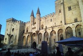 Papežský palác v Avignonu.