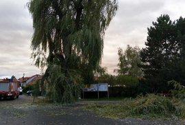 Česko zasáhl silný vítr a lámal stromy (30. 9. 2019)