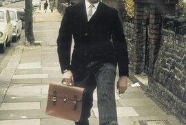 John Cleese a jeho 'šílená chůze', kterou bavil i Vladimír Dvořák v Televarieté. Kdo jej ke scénce inspiroval, tehdy neuvedl.