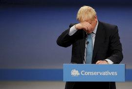 Johnson poslal Tuskovi dopis žádající odklad brexitu, ale nepodepsal ho. Dětinské chování, říká opozice