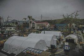 Na misích musí Tomáš Šebek často improvizovat. Někdy je potřeba postavit i stanové nemocnice, aby bylo kde poskytovat  lékařskou pomoc.