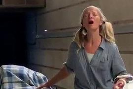Andělský hlas z metra – Bezdomovkyni ze Spojených států nyní obdivují miliony lidí…