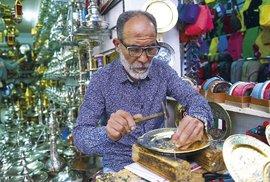 Řemeslníci na trzích vám na počkání vyrobí skoro všechno