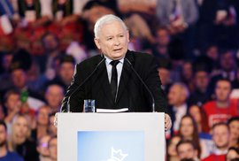 Polsko hlásí vysokou účast. Uškodí to vládě PiS? Sčítání sledujeme online