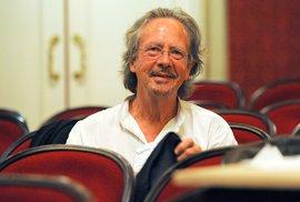 Ostuda Nobelovy ceny za literaturu: Vyhrál Rakušan Handke, který velebí válečné …