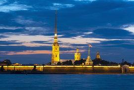 Petropavlovská pevnost: Majestátní fortifikace na řece Něvě tvoří historické jádro …