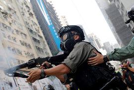 Vláda v Hongkongu přiznala, že zatýká i děti a zastrašuje také jejich rodiče