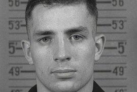 Krátce se ocitl ve vězení za krytí vraždy Davida Kammerera Lucienem Carrem