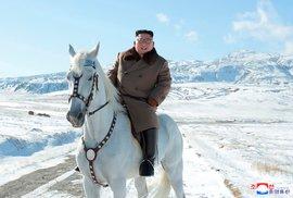 Kim Čong-Un na propagandistickém snímku.
