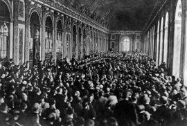 Přijetí Versailleskaé smlouvy.