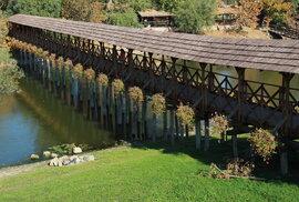 Stavba dřevěného mostu trvala pouhých devět dnů