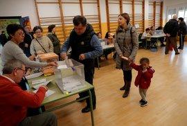Španělé letos volili už podruhé. Takhle to při tamních volbách vypadalo.