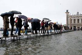 Vydatné deště zaplavily skoro polovinu historického centra Benátek. (12.11.2019)